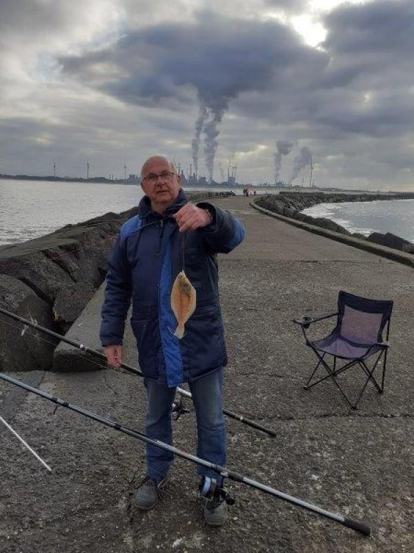 Stefan, vissen aan Noordwijk aan Zee