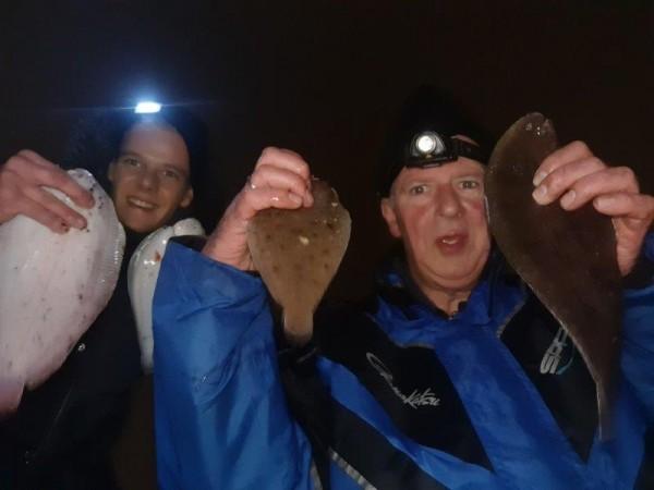 Eldert en Dennis, vissen aan de Waterweg