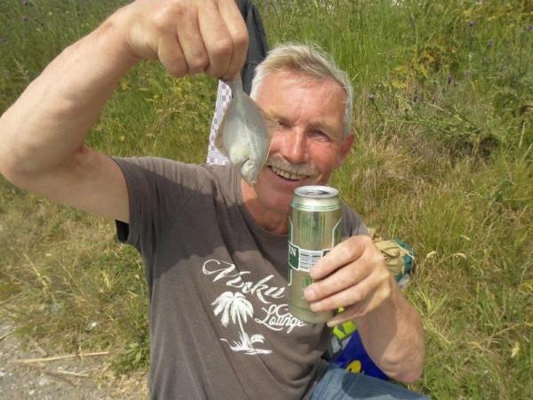 Pastoor en Misdienaar, vissen op tong
