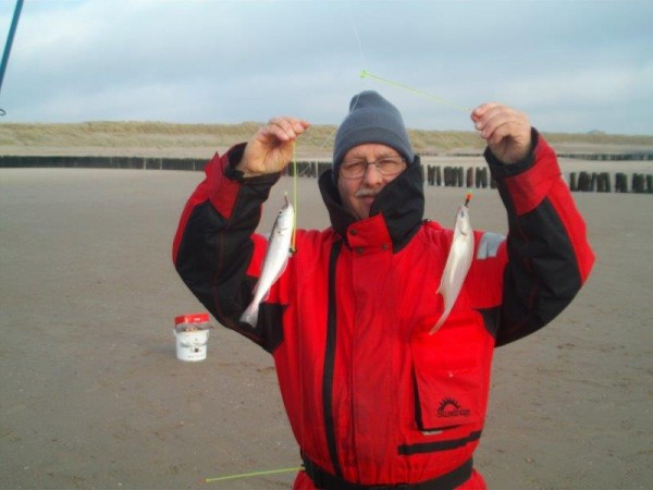 Johan en Nico, vissen aan het Nollestrand