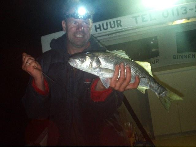 Nico, bootvissen met vrienden op de Oosterschelde