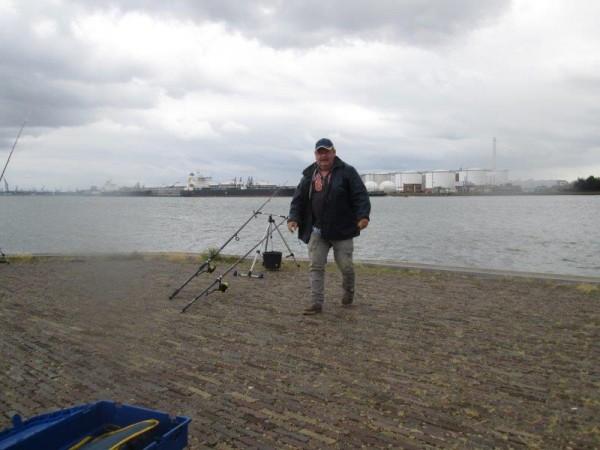 Theo en Henk, vissen aan Vlaardingen