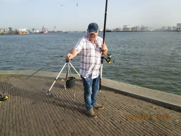 2 Limburgers, vissen aan Vlaardingen