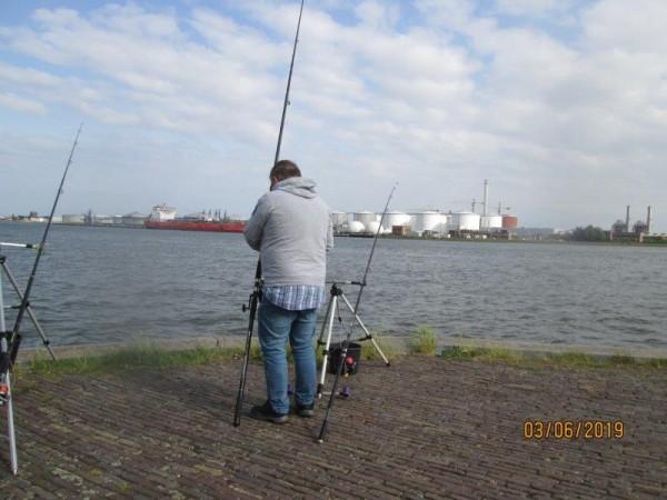 2 Limburgers, vissen aan de Botlek