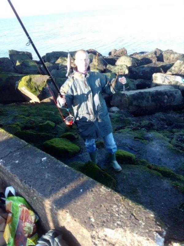 Stefan, vissen aan Hoek van Holland