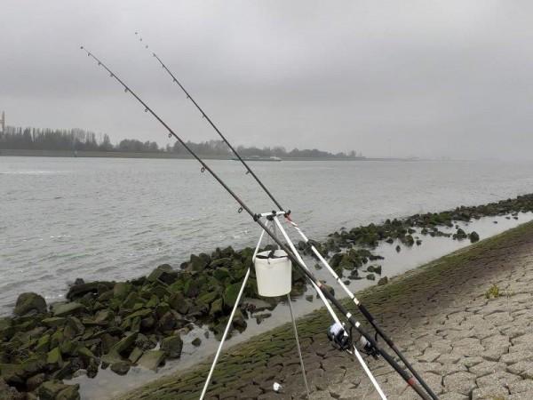 Stefan, vissen op Gul aan de Waterweg